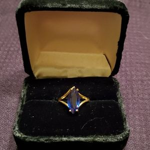 Gold (10kt) and sapphire ring